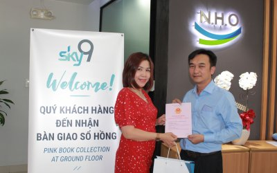 MORE THAN 200 FIRST HAPPY CUSTOMERS RECEIVED SKY9'S PINK BOOKS